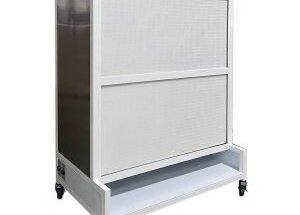What are differences between horizontal and vertical laminar flow hoods